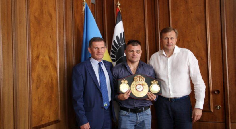 Голова Івано-Франківської ОДА привітав прикарпатського чемпіона зі здобуттям титулу Інтерконтинентального чемпіона за версією WBA